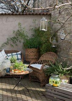 50 Backyard Landscaping Ideas that Will Make You Feel at Home - The Trending House Small Courtyard Gardens, Small Courtyards, Small Gardens, Outdoor Gardens, Outdoor Rooms, Outdoor Decor, Outdoor Living, Dream Garden, Garden Inspiration
