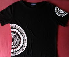 Black cotton jersey T-shirt size M upcycled with mercerized cotton crochet doilies made by Centina K. (CentLovesColour) 30.06.2016.