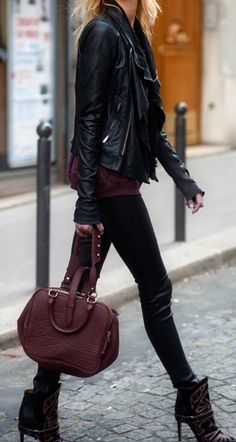 Soooo LOVE this outfit! Black leather jacket, Isabel Marant ankle boots and Alexander Wang burgundy bag - Urban chic outfit ideas and inspiration for a perfect street style moment during Fashion Week - Looks Street Style, Looks Style, Style Me, Edgy Style, Mode Outfits, Fall Outfits, Stylish Outfits, Beach Outfits, Fashion Outfits