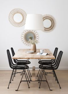 Dining Table Design 2020 – How do I choose the right dining table? - Home Ideas Dining Room Inspiration, Home Decor Inspiration, Dining Table Design, Living Room Decor, Interior Design, Hand Reference, Blank Canvas, Round Frame, Wall Mirror