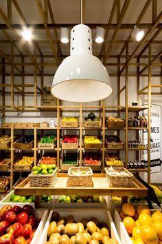 Shop Interior Design, Retail Design, Store Design, Organic Food Shop, Organic Market, Fruit And Vegetable Storage, Vegetable Shop, Eco Store, Supermarket Design