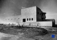 """Erich Mendelsohn /// Villa Weizmann /// Rehovot, Israel /// OfHouses guest curated by Benedict Clouette & Marlisa Wise (Interval-Projects): """"Mendelsohn designed this house south of Tel. Erich Mendelsohn, Modern Architecture, Villa, Mid Century, Israel, Artwork, Modernism, House, Projects"""