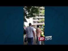 Vendedor ambulante y operario de espacio público 'improvisaron' ring en el Paseo Bolívar - VER VÍDEO -> http://quehubocolombia.com/vendedor-ambulante-y-operario-de-espacio-publico-improvisaron-ring-en-el-paseo-bolivar    En video quedó registrado el momento en el que un vendedor ambulante y un operador de espacio público 'improvisan' un cuadrilatero de boxeo y se fueron a los golpes, en pleno Paseo Bolívar. Créditos de vídeo a Popular on YouTube –
