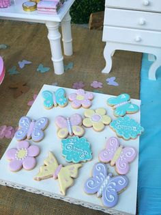 The cookies at this Butterflies and flowers Birthday Party look delicious! See m… - Party Ideas Butterfly Birthday Cakes, Butterfly Birthday Party, Butterfly Baby Shower, Flower Birthday, Butterfly Cookies, 1st Birthday Party For Girls, Birthday Party Decorations, 5th Birthday, Table Decorations