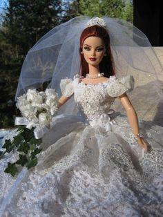 OOAK main bonneterie Bride Barbie lit oreiller poupée avec dentelle importé et cristaux Swarovski
