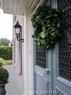 Beautiful Exterior and Door with Wreath - Room 17