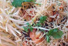 Pohled na thajský pokrm Mi Krop