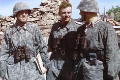 Das Reich Division (from left to right): SS-Hauptsturmführer Helmuth Schreiber, SS-Standartenführer Heinz Harmel and SS-Sturmbannführer Günther Wisliceny. They were photographed in Stepanovka on the Mius Front in the beginning of August German Soldiers Ww2, German Army, Luftwaffe, Germany Ww2, German Uniforms, Vietnam War, Military History, Armed Forces, World War Two