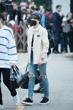 Kpop Fashion, Korean Fashion, Fashion Outfits, Airport Fashion, Fashion Black, Stylish Outfits, Fashion Fashion, Fashion Ideas, Vintage Fashion