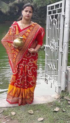 Beautiful Women Over 40, Indian Beauty Saree, India Beauty, Beauty Women, Cool Girl, Desi, Curves, Girls, Fashion