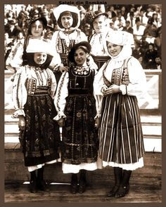 "Girl group from Olt Country to the ,,Youth Romania Celebration"", 1937 in Bucharest"