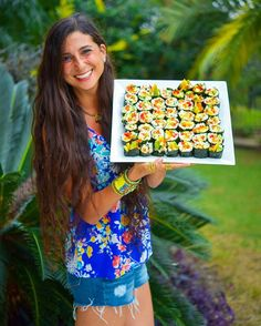 FullyRaw Mango Avocado Cucumber Sushi Rolls! 😋✨ New recipe video link in bio! Subscribe to my YouTube channel for daily recipe videos! 😘🦁✨ ✨ Giveaway with this post! LIKE & leave your emojis 📚📞📚📞📚📞 below!