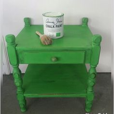 Paint this little table with Annie Sloan Chalkpaint Antibes Green #Anniesloanhome