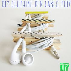 15 DIY projekter for dig, der altid glemmer dine ting - DIY Projekte Buzzfeed Diy, Wooden Clothespins, Ideas Para Organizar, Clothes Pegs, Cord Organization, Spring Projects, Crafts To Make, Arts And Crafts, Cable Organizer