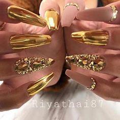 Gold Chrome Nails, Chrome Nail Powder, Gold Nail Art, Chrome Nail Art, Red And Gold Nails, Rhinestone Nails, Bling Nails, Glitter Nails, Matte Nails