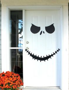 Love this Nightmare Before Christmas Jack Skellington Halloween door decor idea.