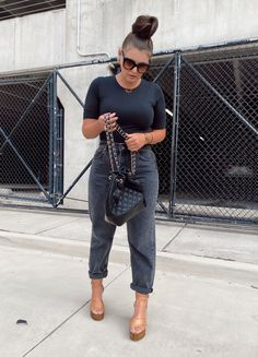We Wear, How To Wear, Black Jeans Outfit, Photo A Day, Jean Outfits, Wearing Black, 5 Ways, Fashion Bloggers, Fashion Trends