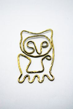 Paper Clip Brass Owl shaped paper clip by SouvenirsAtChiangMai Paper Clip, Owl, Brass, Shapes, Unique Jewelry, Handmade Gifts, Etsy, Vintage, Kid Craft Gifts
