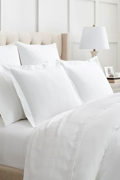 Striped Bedding, White Bedding, Bed Blankets, Hotel Bed, Five Star Hotel, Stripe Pattern, All White, Beautiful Bedrooms, Trials