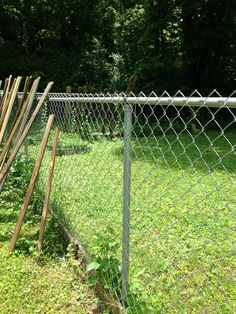 6 Unique Tips AND Tricks: Modern Fence Bristol Ct Backyard Privacy Fence.Front Yard Fence Between Neighbors Privacy Fence Screen.Wood Fence Keeps Breaking Stardew Valley. Front Yard Fence, Farm Fence, Diy Fence, Fence Landscaping, Backyard Fences, Garden Fencing, Fence Ideas, Backyard Privacy, Fence Art