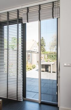 New glass sliding door screens Ideas Sliding Door Blinds, Sliding Door Design, Sliding Glass Door, Glass Door Coverings, Faux Wood Blinds, Elegant Curtains, Living Room Windows, Curtains With Blinds, Window Design