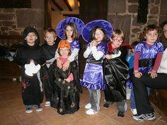 Celebrando Halloween en Casa rural Ioar, grupo de amigos de Zaragoza1