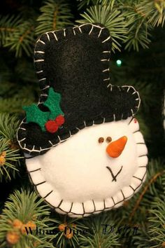 Felt snowman ornament Whine, Dine and Design: Timeless Felt Christmas Ornaments Snowman Christmas Decorations, Felt Decorations, Christmas Ornaments To Make, Christmas Sewing, Felt Ornaments, Christmas Snowman, Handmade Christmas, Christmas Crafts, Homemade Decorations