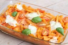 But still Mozza . - makaron z pomidorkami zapiekany - Essen Veggie Recipes, Pasta Recipes, Cooking Recipes, Healthy Recipes, Fit Trio, I Love Food, Soul Food, I Foods, Food Inspiration
