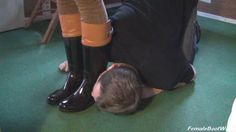 worship her awesome boots #rubberboots #worship http://c4s.com/female-boot-world