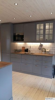 Grey Kitchens, Home Kitchens, Kitchen Cabinet Styles, Kitchen Cabinets, Ikea Kitchen, Kitchen Decor, Table Centerpieces For Home, Table Ikea, Bodbyn