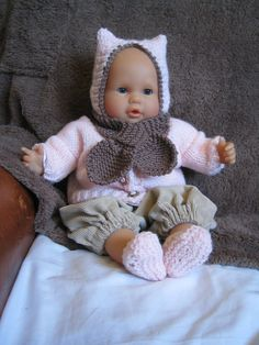 bonnet de chat, gilet, écharpe feuille et chaussons Bébé Corolle