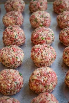 These Italian-style sous vide meatballs are tender, juicy & couldn't be easier to make. Cheesy Meatballs, How To Cook Meatballs, Meatball Recipes, Beef Recipes, Cooking Recipes, Sousvide Recipe, Instant Pot Sous Vide, Joule Sous Vide, Kitchens