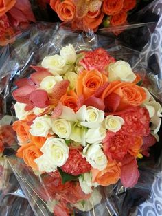 Love the fullness of this and the arrangment Coral Bridal Bouquet Keywords: #coralweddings #jevelweddingplanning Follow Us: www.jevelweddingplanning.com  www.facebook.com/jevelweddingplanning/