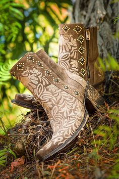 Wow! These new Whisper cowgirl boots from Old Gringo's new Spring Line are just to die for!