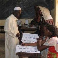 Les Maliens votent après un attentat meurtrier à Kidal