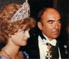 Prince johanes and Princess Gloria Von Thurn und Taxis wearing the huge Belle Époque tiara.