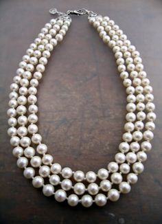 Classic pearl necklace - Jackie O Pearl Pendant Necklace, Pearl Jewelry, Jewelry Box, Jewelery, Jewelry Accessories, Jewelry Ideas, Jackie O's, String Of Pearls, Pearl And Lace