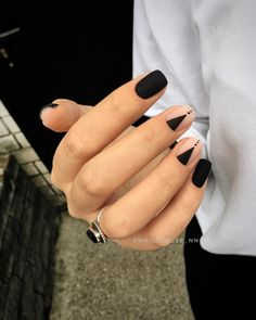Pin by Heather Hudson on Nails Nail designs, Black nail art lovely nails hudson - Lovely Nails Minimalist Nails, Minimalist Style, White Nail Designs, Nail Art Designs, Hair And Nails, My Nails, Matte Black Nails, Dark Nails, Black Nail Art