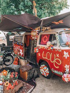hippie life 535717318175513766 - Bohemian style VW bus on the hippie market Source by Ibizabohogirl life travel adventure life travel bucket lists life travel hippie life travel ideas life travel trips Hippie Style, Hippie Boho, Van Hippie, Mode Hippie, Hippie Vibes, Happy Hippie, Bohemian Style, Hippie Chick, Gypsy Style