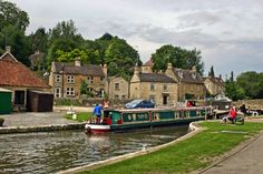 ~ Bradford Wharf lock drops the canal between Avoncliff and Bradford on Avon ~ England ~