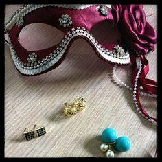Brincos pequenos também dão estilo ao look. www.cassie.com.br ⚫⚫⚫⚫⚫⚫⚫⚫⚫ #Cassie #semijoias #acessórios #moda #fashion #estilo #instamoda #inspiração #tendências #trends #linda #fiquelinda #pulseirismo #instalook #lookdodia #lookinspiração #amo #folheado #dourado