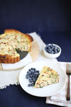 Kale and bacon quiche (click through for recipe) via A Beautiful Mess Kale Quiche, Bacon Quiche, What's For Breakfast, Breakfast Recipes, Tasty, Yummy Food, Quiche Recipes, Morning Food, Facon