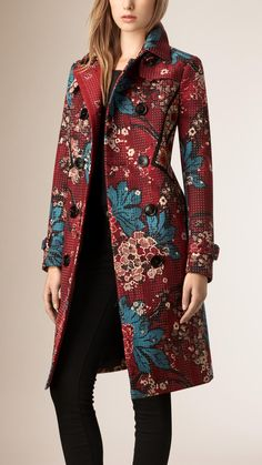Shop the latest womenswear from Burberry including seasonal trench coats, leather jackets, dresses, denim and skirts. Workwear Fashion, Vogue Fashion, Look Fashion, Hijab Fashion, Winter Fashion, Fashion Dresses, Fashion Design, Classy Outfits, Cool Outfits