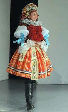 Czech kroj head piece and bows on her arms Prague, Renaissance Era, Folk Festival, Folk Fashion, Head Piece, Folk Costume, Beautiful Patterns, Fashion History, Czech Republic