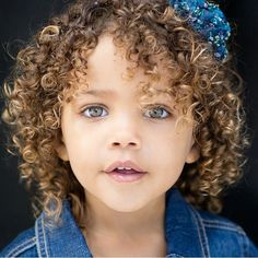 hairstyle for toddler girl with curly hair Cute Little Girl Hairstyles, Cute Curly Hairstyles, Girls Natural Hairstyles, Curly Hair Styles, Beautiful Black Babies, Beautiful Children, Beautiful Eyes, Toddler Curly Hair, Curly Kids