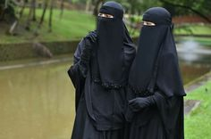 Arab Girls Hijab, Girl Hijab, Niqab Fashion, Face Veil, Hijab Niqab, Abayas, Muslim Women, Islamic, Sisters