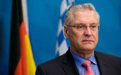 "Bayerns Innenminister: Herrmann fordert ""Bremsklotz für den Flüchtlingsstrom"" - SPIEGEL ONLINE - Politik"
