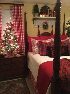 Cozy & Festive Christmas Bedroom Decorations To Keep Up All Holiday Season - Hike n Dip Indulge in the holiday spirit by decorating your bedroom. Choose from over 50 cozy & festive Christmas Bedroom decorations perfect for the holiday season. Beautiful Christmas Trees, Cozy Christmas, Rustic Christmas, White Christmas, Christmas Mantles, Victorian Christmas, Vintage Christmas, Christmas Ideas, Winter Bedroom