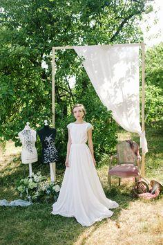 Model: Image de Fleur 006 Silhouette: A Length: floor length Color: mint / other on request Fabrics (skirt): mesh, cotton, silk chiffon Fabrics