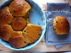 Eccoli i panini alla zucca !. Non appena li ho visto da Vaniglia  sono rimasta incantata ed ho voluto rifarli subito. Adoro la zucca m...